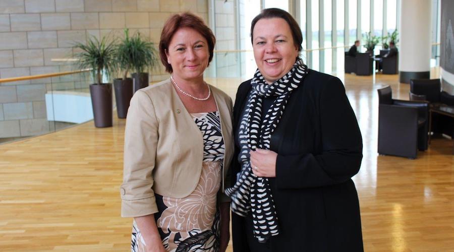 Bianca Winklemann und Ministerin Ursula Heinen-Esser.