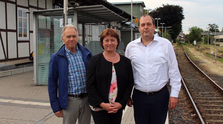 Bianca Winkelmann MdL zusammen mit Detlev Block (links) und Andreas Hollberg vom Aktionsbündnis.