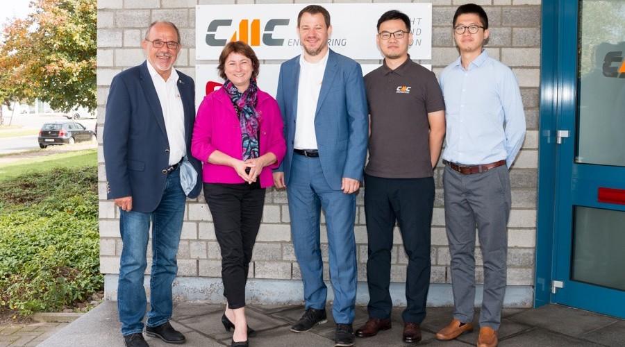 Von links: Unternehmensgründer Gerd-Udo Sasten, Bianca Winkelmann MdL, Inhaber und Geschäftsführer Dennis Sasten, Kai Wang und Eddy Lü von CMC Engineering (Xiamen) Co., Ltd. China