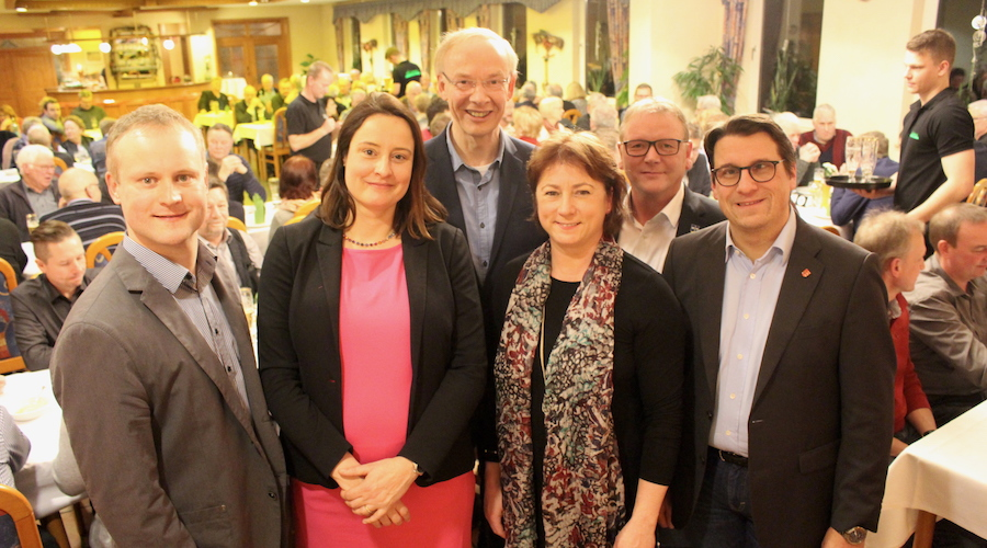 Dr. Henning Vieker (von links), Anna Katharina Bölling, die drei CDU-Verbandsvorsitzenden Detlef Beckschewe, Bianca Winkelmann MdL, Andreas Weingärtner und Dr. Oliver Vogt.