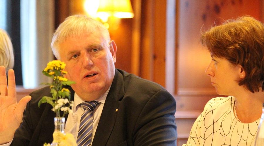 Minister Karl-Josef Laumann bei seinem Besuch im Wahlkreis von Bianca Winkelmann im März 2019.