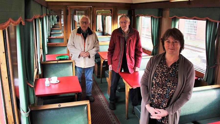 Bianca Winkelmann im Gespräch mit Museumseisenbahnern
