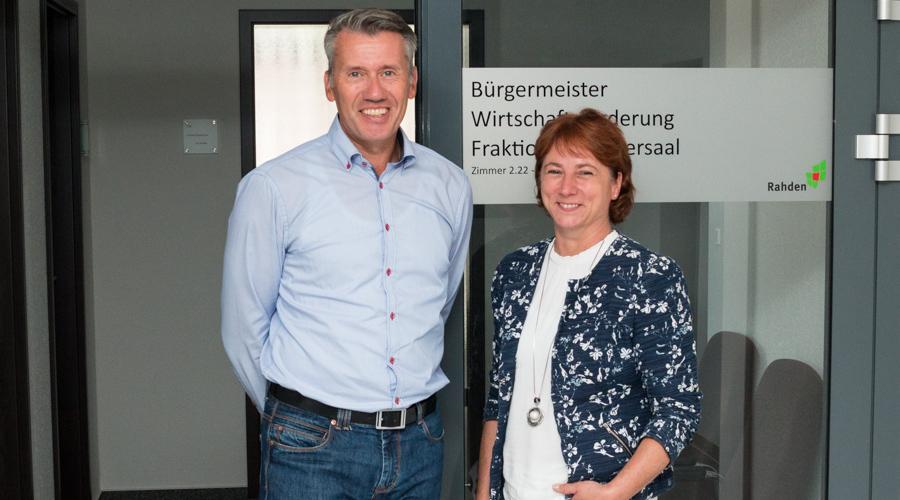 Rahdens Bürgermeister Dr. Bert Honsel und Bianca Winkelmann MdL (Foto aus dem Jahr 2017) freuen sich über die Mittel.