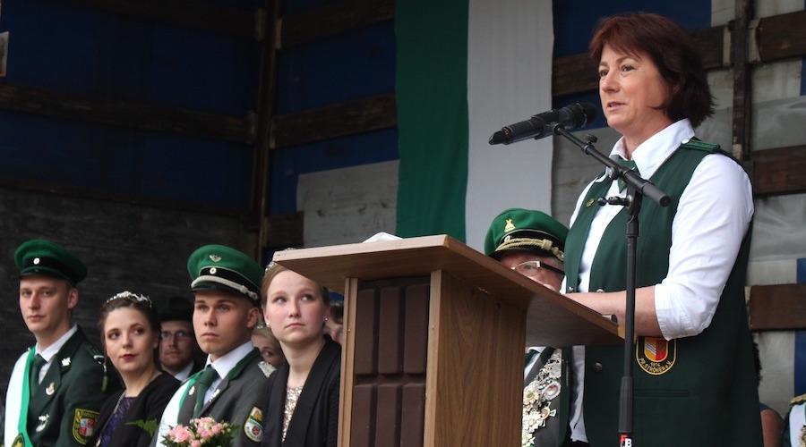 Bianca Winkelmann, hier beim Schützenfest der Schützengilde Rahden, freut sich über die Fördersummen für die Espelkamper Vereine.