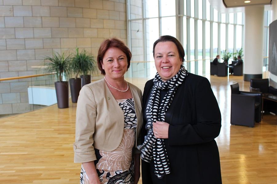 Bianca Winkelmann und Umweltministerin Ursula Heinen-Esser (Archivbild)
