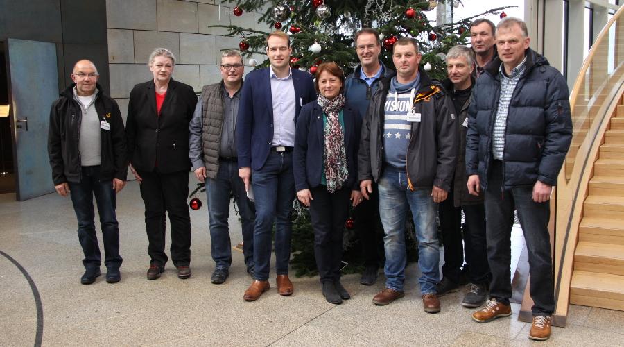 Bianca Winkelmann MdL (Mitte) mit dem Umweltreferenten der CDU-Fraktion, Philip Testroet, und dem Wasserverband Weserniederung